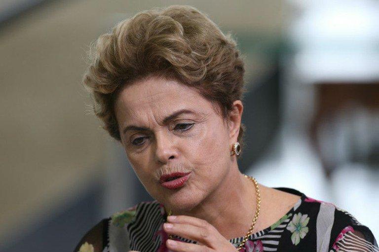Dilma Rousseff em entrevista coletiva no Planalto na terça-feira 15: ela é o alvo, mas não sozinha
